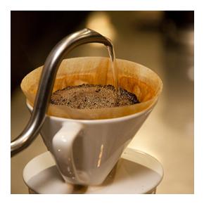 珈琲は一杯一杯丁寧にハンドドリップで作っております。